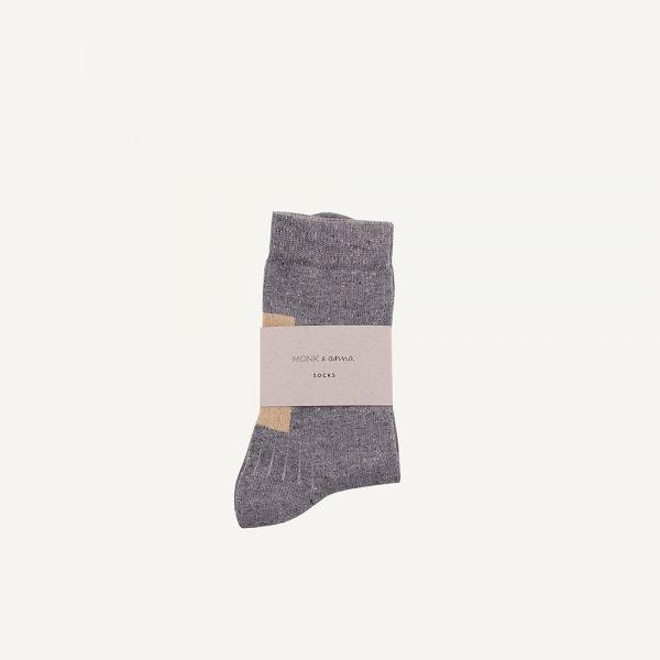 Monk & Anna lichtgrijze sokken met gouden glitterblok